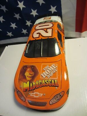 "Nascar #20 Tony Stewart 1:18 THE HOME DEPOT ""MADAGASCAR"" CHEVROLET 2005 ACTION"