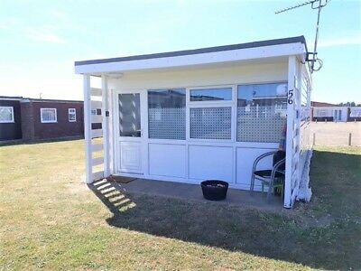 detached 2 bed holiday chalet near great yarmouth