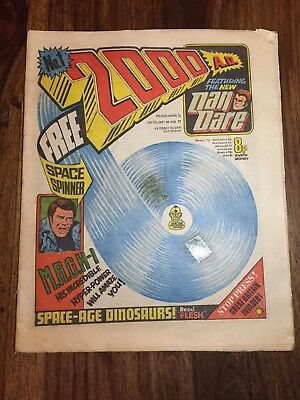 2000 AD Programme # 1 26th Feb 1977 1st Issue No Free Gift VG+ no writing