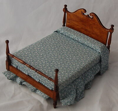 Vtg Dollhouse Miniature Colonial Early American Bed Dressed Blue White Low Post