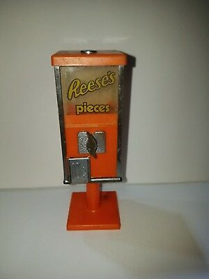Galoob - Reese's Pieces - MUNCHIE! - Candy Machine