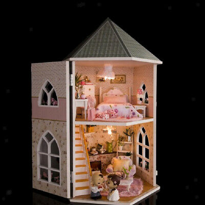Mini Dollhouse Wooden Diy Model Castle con lampada a LED Toy for Child