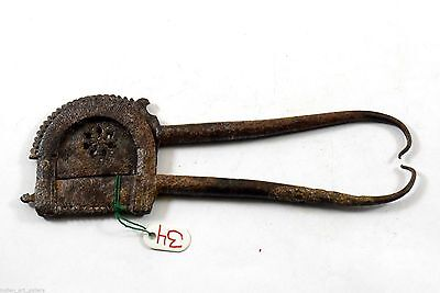 Old Antique Indian Unique Shape Iron Collectible Nice Betel Nut Cutter.i12-17 UK