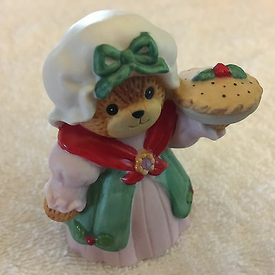 Lucy & Me Christmas Holiday Old Fashion Girl Bear With Pie Lucy Rigg ENESCO 1987