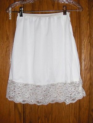 "Vintage white SHADOWPROOF USA  half slip SIZE LARGE Nylon with 4-1/2"" lace trim"