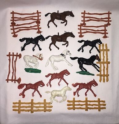 Lot Of 19 Sm. Plastic Vtg Toy Horses And Fence Sections Timbo Toys & Misc Brands