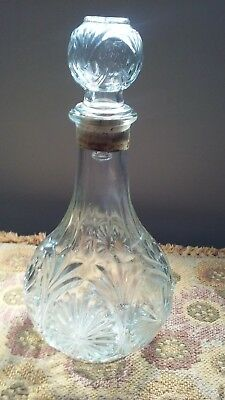 Vintage Cut Glass Decanter 🌟 Pretty Cut Glass with Sunburst Design🌟Collections