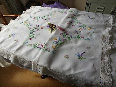 Vintage Hand Embroidered Linen Tablecloth=Beautiful Large Flower Circle