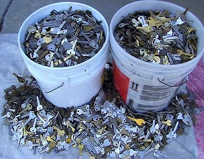 Large Lot of  Misc Key BLANKS  5.5  pounds HOUSE,CARS,etc. Lot of old & vintage
