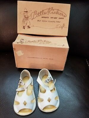 Vintage Baby Shoes. White girls sandals from 1940's in the original box.