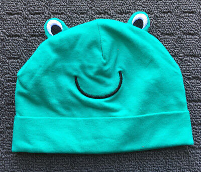 """BABY BERRY """"Green"""" Cheeky Frog Novelty Stretch Baby Beanie Hat (3-6mths)"""