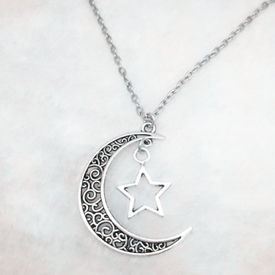 Crescent Moon and Star Pendant Tibetan Silver Jewelry Necklace、