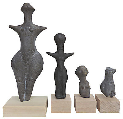 Serie of 4 Venuses of Neolit from Střelice (Czech; Europe) - casts of resin