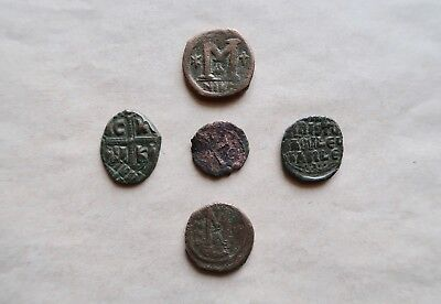 Nice lot of 5 byzantine bronze coins, including anonymous folles.