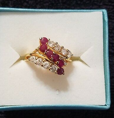 VINTAGE Gold Plated SZ 7 RING w/GLAMORIOUS red& crystal stones in a unique STYLE