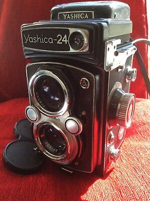 Yashica-24 TLR camera inc case beautiful condition but shutter not cocking