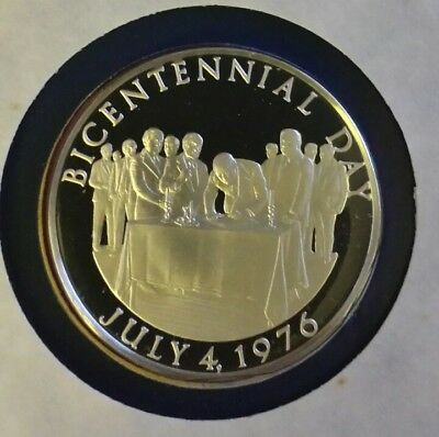 Official 1976 Bicentennial Day Commemorative Silver Proof Cameo Coin Medal