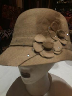 Vintage Antique Style Beige Wool Felt Cloche Hat With Art Deco Rosettes
