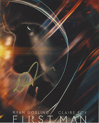 DIRECTOR DAMIEN CHAZELLE SIGNED AUTHENTIC 'FIRST MAN' 8x10 PHOTO B w/COA PROOF