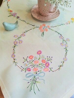 BEAUTIFUL Vintage LINEN Tablecloth ~FLORAL Wedding EMBROIDERY Rings~Farm COTTAGE
