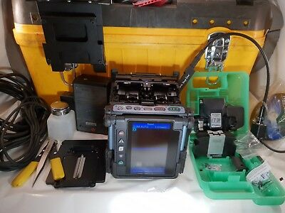 Fujikura FSM-70S Fusion splicer , w/ CT-30 Cleaver 7k arc count good condition!!