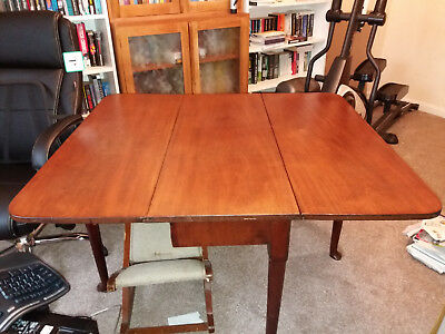 Mahogany double drop leaf table with Queen Anne legs
