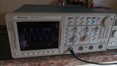 Tektronix TDS744 1GHz 4GS/s oscilloscope with 1.5GHz Active probe.