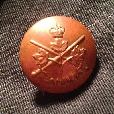 CANADIAN ARMY 1950's 1960's QC large Button. GAUNT LONDON. Canada General List