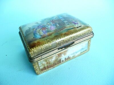 Continental Porcelain Trinket Snuff Box, crossed swords mark a/f........ref.1082