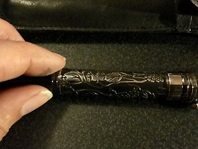 Walt Disney Gallery Mickey Mouse Black And Silver Fountain Pen