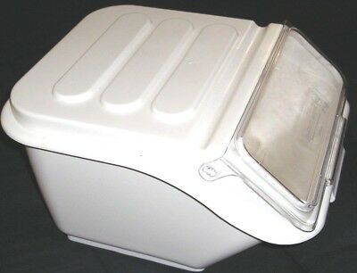 176Bin40 Baker's Mark 2.6 Gallon Shelf Dry Ingredient Commercial Bin & Scoop
