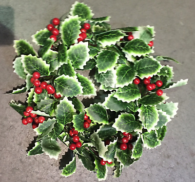 30CM CHRISTMAS HOLLY BERRY WREATH DECORATION/DOOR ARTIFICIAL - Free P&P