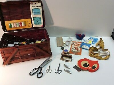 Lot Of Vintage Sewing Items Thread And Basket Miscellaneous Accessories K1