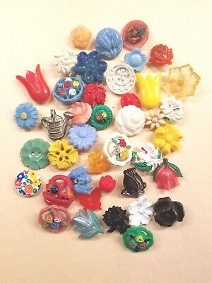 40 Vintage Plastic Realistic Buttons Floral, 2 Colt Tulips Red And Yellow