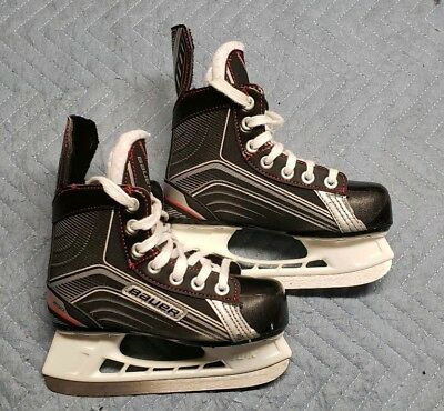 Bauer Youth Vapor X200 Hockey Skates Size 12 R with blade covers