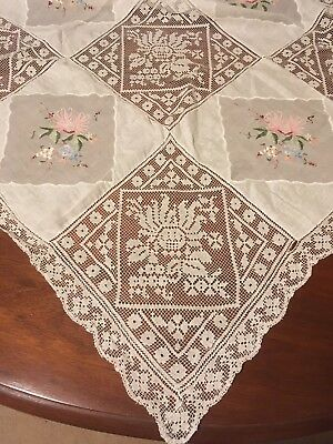Vintage Embroidered Wildflowers & Crochet Lace Dainty Supper-cloth