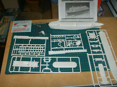 Revell 05808 - Queen Mary 2 in 1:1200