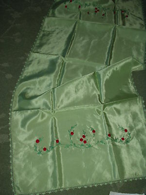 Vintage Hand Embroidered CHRISTMAS WINTER BERRY Table Runner  *Free shipping