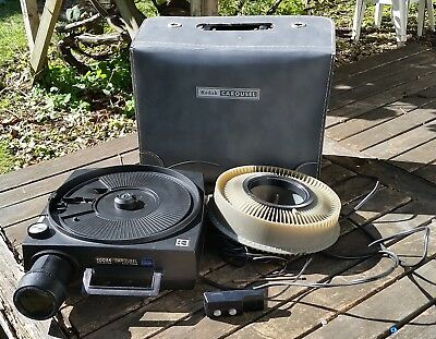 vintage KODAK 850H projector with case, remote, carousel - works