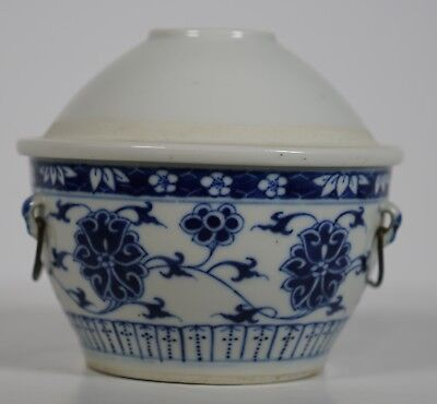 Chinese porcelain blue and white lidded bowl late Qing - pot
