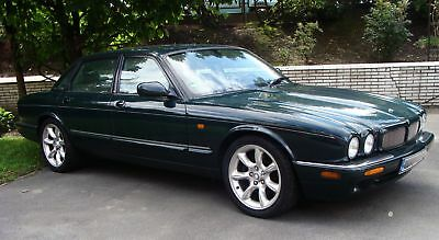 Jaguar XJR Limousine - 4-türig - Automatic in british racing green