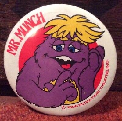 Vintage 1982 CHUCK E CHEESE PIZZA TIME MR.MUNCH PIN BUTTON BADGE ORIGINAL
