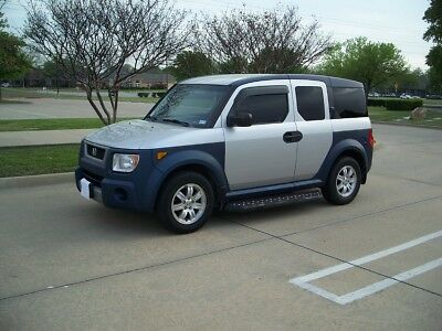 2006 Honda Element  2006 Honda Element FWD Silver with blue