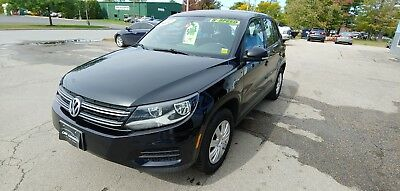 2012 Volkswagen Tiguan 2.0L 2012 Volkswagen VW Tiguan SUV 2.0L 4-Cyl  Black Grey 6-Speed Manual Tow Package
