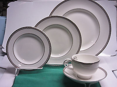 Royal Doulton Cooleridge fine English china1-5pc. place setting new from showroo