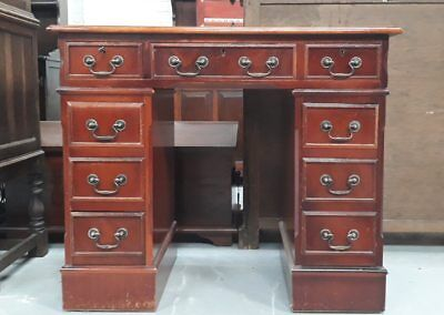 Reproduction Mahogany Pedestal Kneehole Desk With Eight Drawers And Leather Top