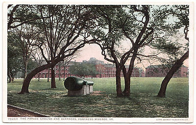 AK US USA Post Card The Parade Bround a. Barracks Fortress Monroe ungel. 70269