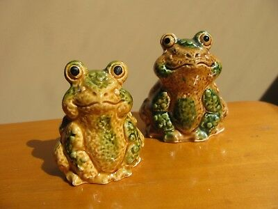 VINTAGE SALT & PEPPER SHAKER SET  - Green Gold Drip Pottery Frog Toad CUTE!
