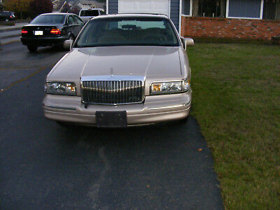 1997 Lincoln Town Car Signature Edition