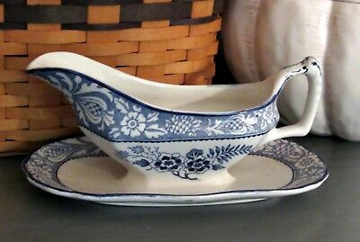 Wood & Sons Wincanton Gravy Boat attached spill plate